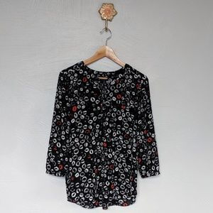 NYDJ lipstick print  button down blouse 💋💋